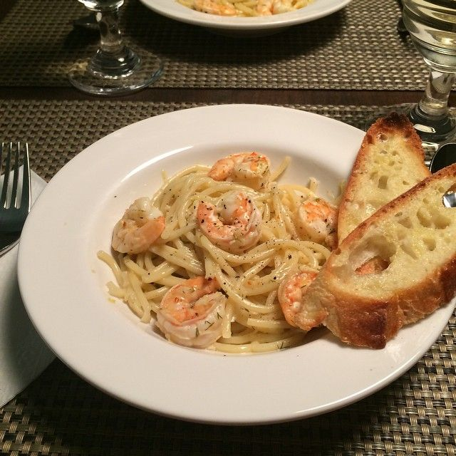 Tired of #shopping, so tonight's #dinner consisted of #pantry and #freezer #ingredients - Lemony Shrimp Spaghetti & Garlic Toast. #delicious #fresh #healthyfood #flavour @zimmysnook