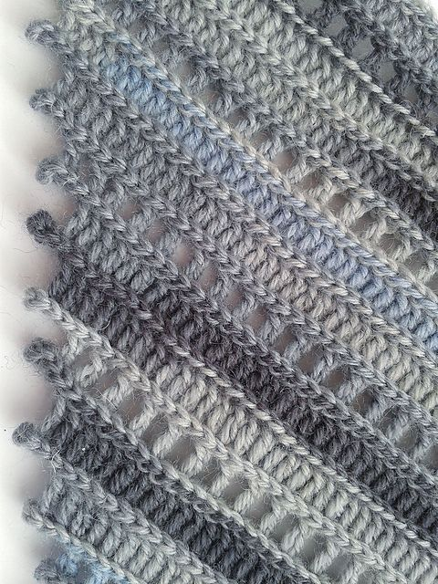 Perfect colors! Ravelry: Project Gallery for Metro Kerchief pattern by Yuliya Tkacheva Alize Superwash