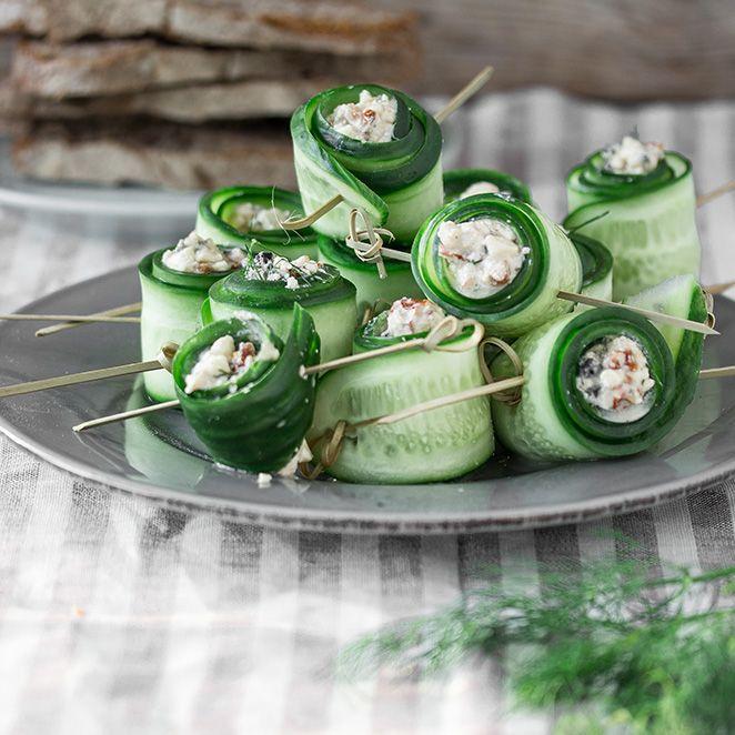 Die getrockneten Tomaten und Oliven geben den Gurkenröllchen einen herrlich mediterranen Geschmack. Ein Snack, den man blitzschnell zaubern kann.