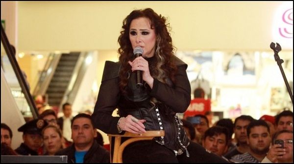 "Manoella Torres presenta show ""Entera"""