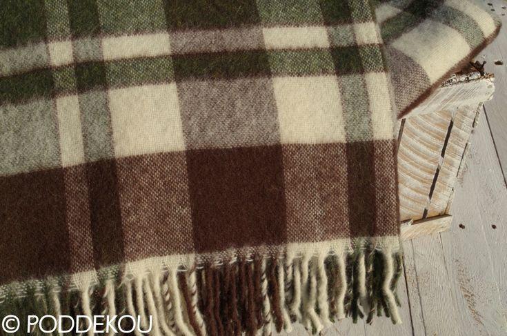 Deka z alpaky károvaná zeleno hnedá a biela so strapcami.Tartanová deka vlnená.
