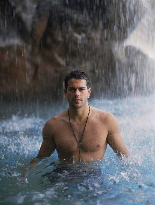 I reeeeaaaally want to be in that waterfall with gorgeous Jesse Metcalfe. Wet, hot, and sexy! #shirtless: I reeeeaaaally want to be in that waterfall with gorgeous Jesse Metcalfe. Wet, hot, and sexy! #shirtless