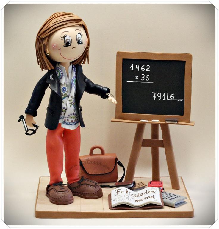 Fofucha Profesora con pizarra y libros. Todos los detalles son personalizados, la ropa, reloj, foulard, calzado, maletín...y todo en goma eva.  http://www.xeitosas.com/