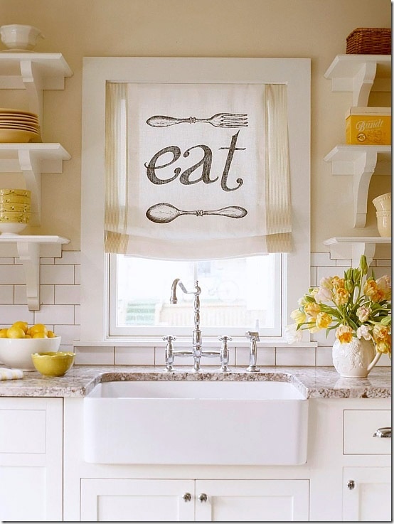 Such a happy kitchen! And I love farm sinks.