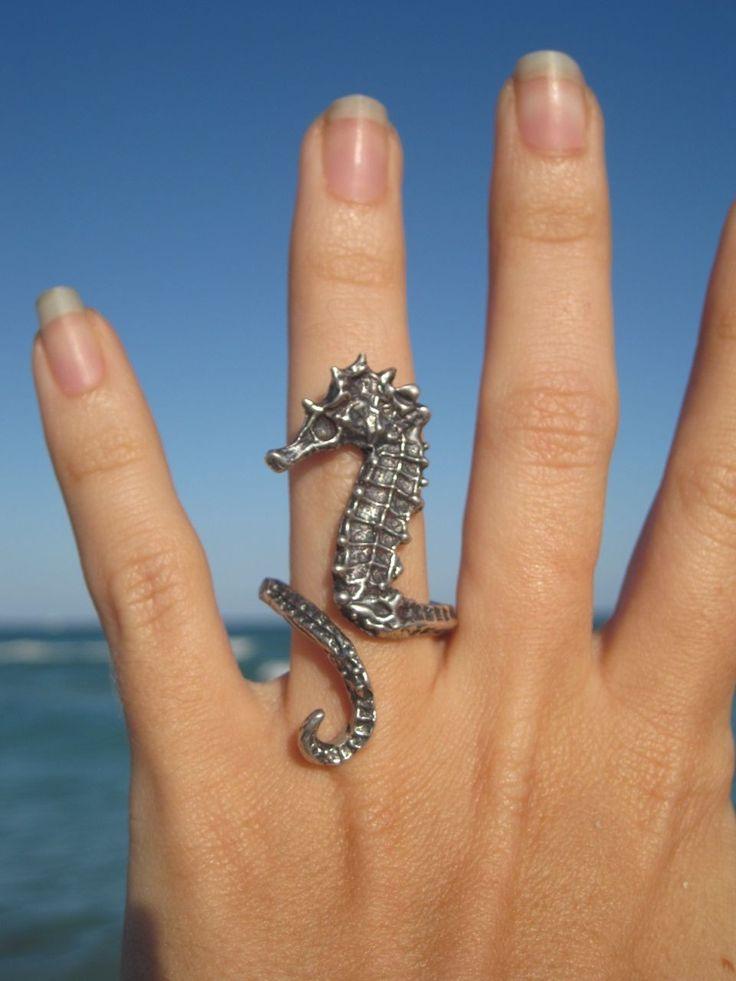 sea horse ring... NEED.
