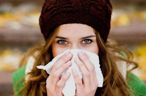Descubra aqui os tipos e causas da rinite alérgica, e como melhorar o sintomas com tratamentos naturais super simples.
