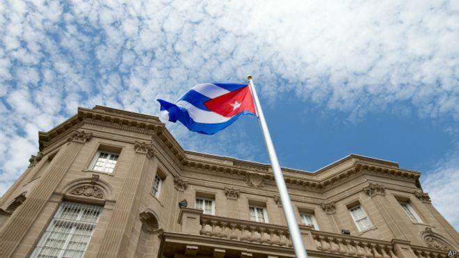 La bandera de Cuba ya ondea en su embajada en Estados Unidos