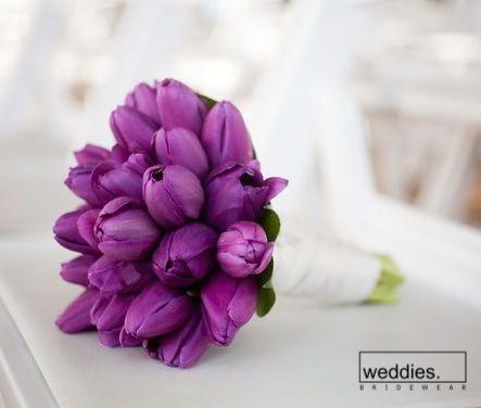 Gelin buketleri için en güzel çiçeklerden biri de sonbaharın vazgeçilmezi laleler...