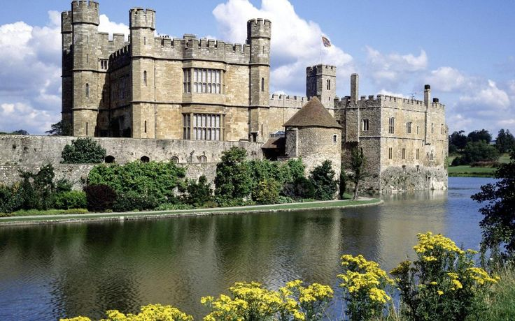 http://megahdwallpapers.net/wallpapers/l/1920x1200/1/leeds_castle_1920x1200_629.jpg