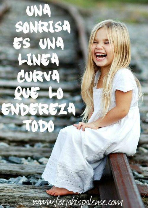 Esa sonrisa que tanto quieres , una línea curva que lo endereza todo puede ser la puerta a la alegría #frasespositivas