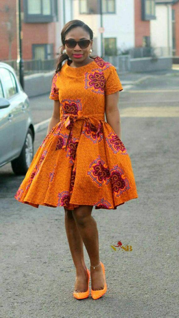 Ausgestelltes Kleid mit afrikanischer Kleidung: von Nasbstitches