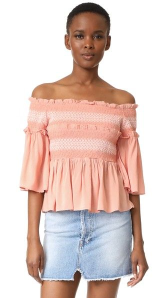 ¡Consigue este tipo de top hombros descubiertos de Endless Rose ahora! Haz clic para ver los detalles. Envíos gratis a toda España. Endless rose Smocked Bell Blouse: Smocked elastic and flounced panels lend a flirty feel to this endless rose off-shoulder top. Draped bell sleeves. Fabric: Slinky weave. 100% rayon. Hand wash. Imported, China. Measurements Length: 17.25in / 44cm, from center back Measurements from size S (top hombros descubiertos, sin hombros, off shoulders, off the…