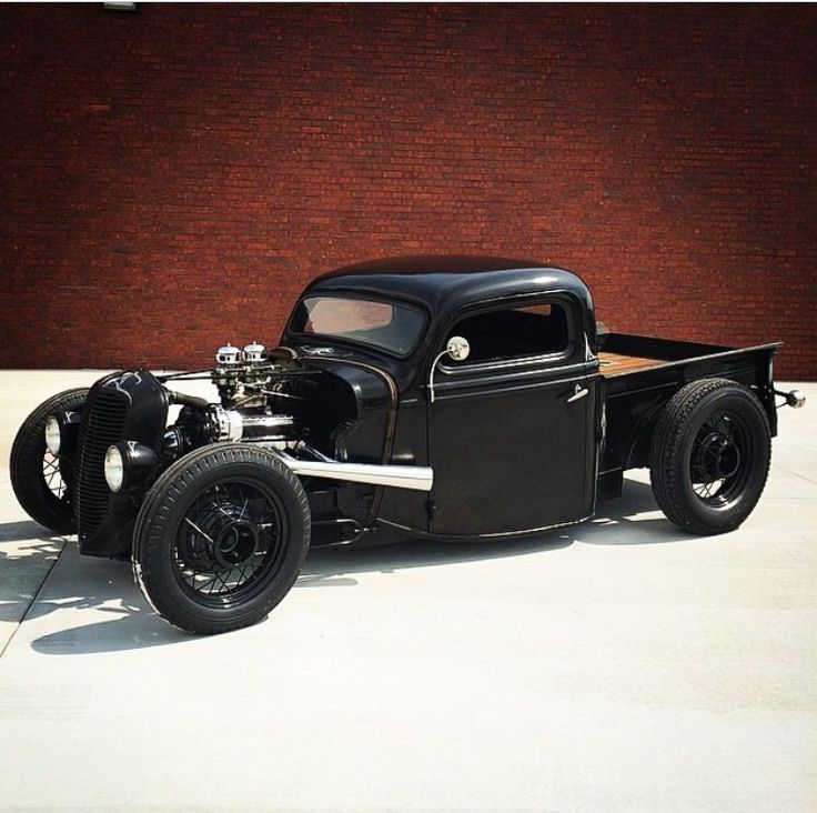 Ford Rat Rod.. Love the black