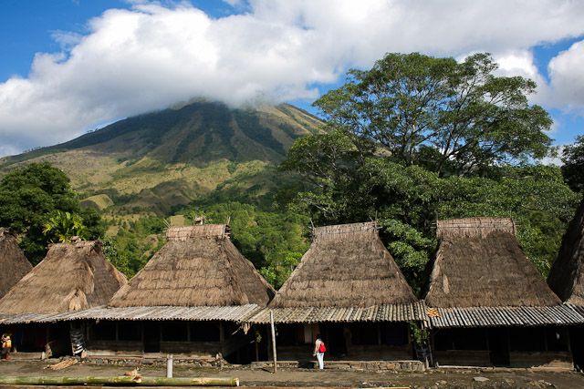 Desa Bena yang Mempesona