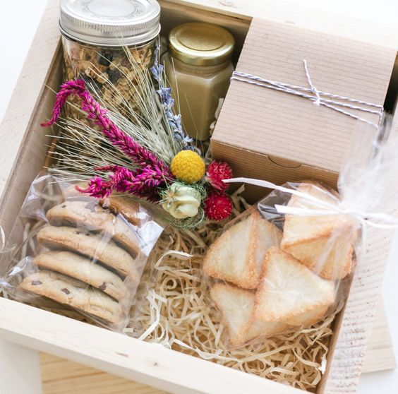 Home Gift Basket Ideas: 25+ Best Ideas About Welcome Gift Basket On Pinterest