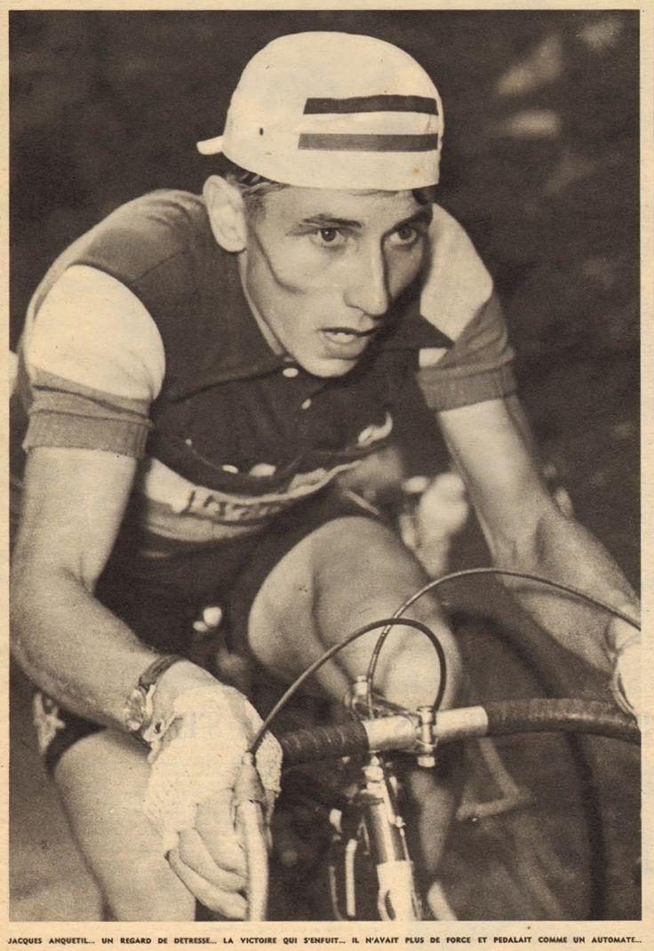 Tour de France 1958. 21^Tappa, 16 luglio. Briançon > Aix-les-Bains. La maschera di sofferenza di Jacques Anquetil (1934-1987). Squassato dalla polmonite, il vincitore del Tour '57 abdica definitivamente, terminando la tappa ad oltre 23' da Charly Gaul (1932-2005). Si ritirerà dal Tour due giorni dopo, non prendendo il via nella tappa a cronometro di Besançon  [But et CLUB]