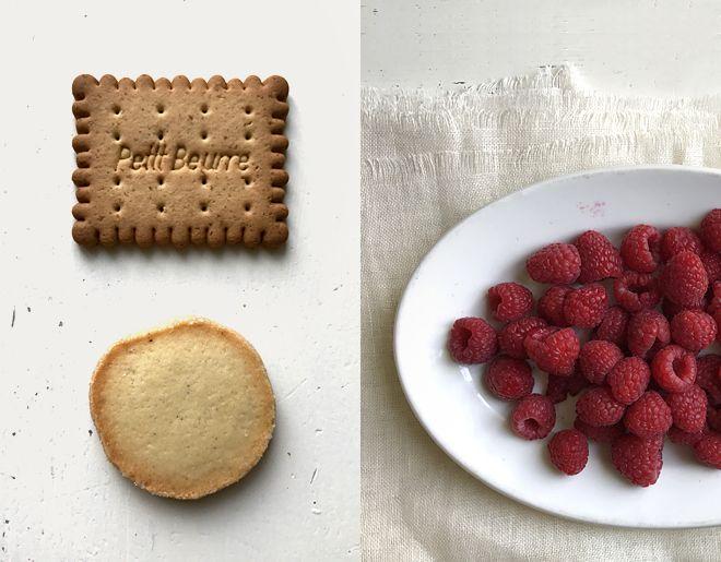 Brösel, Cheesecake, Himbeercoulis, Himbeeren, Israel, Käsekuchen, No-Bake Cheesecake, Pirurim Gvina, Streusel, Tel Aviv, ungebackener Käsekuchen, Rosen