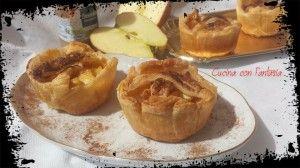 Cestini di mele, cestini di pasta sfoglia ripieni di mele caramellate all'amaretto e cannella...