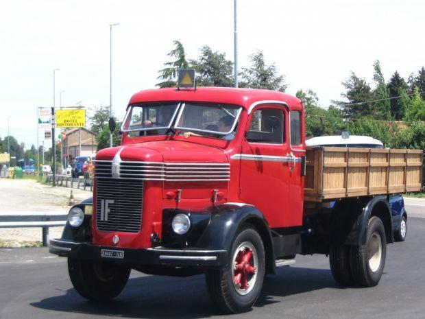 {B}Lo spettacolo dei camion d'epoca{/B}