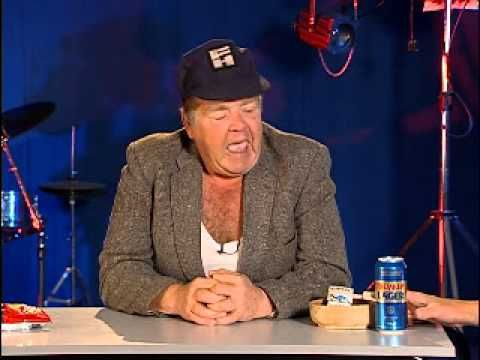 ▶ Life Lessons from Onslow - Geoffrey Hughes with tips on romance - YouTube