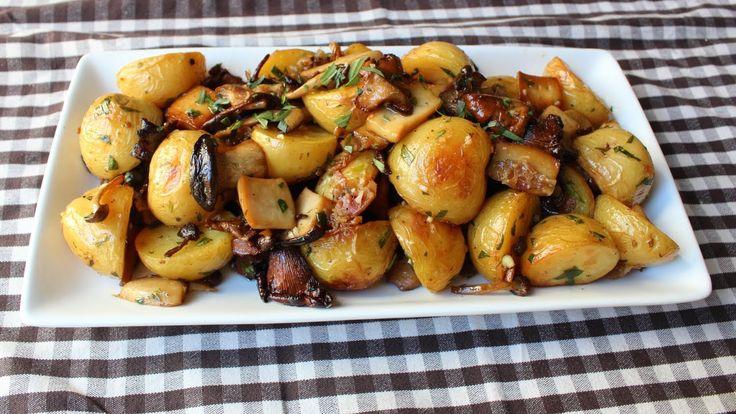 Restované žampiony - žampiony, nebo jiné houby orestujeme na cibuli a přidáme sůl, pepř a kari. Podusíme. Jako přílohu připravíme brambory uvařené  ve slupce, které nakrájíme na plátky a opečeme s libovolným kořením.