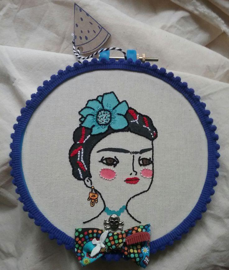 Bordado de Frida Kahlo a partir de la ilustración de María Hesse.