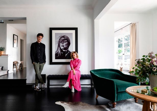 Ashley, hired her dad, Mike Tisdale, to renovate a home in Hollywood Hills, California. The actress spoke with Architectural Digest about the renovation. Ashley Tisdale, Architectural Digest, Hollywood Hills Homes, Dream House Interior, Celebrity Houses, Home Decor Inspiration, Design Inspiration, Decor Ideas, Minimalist Design