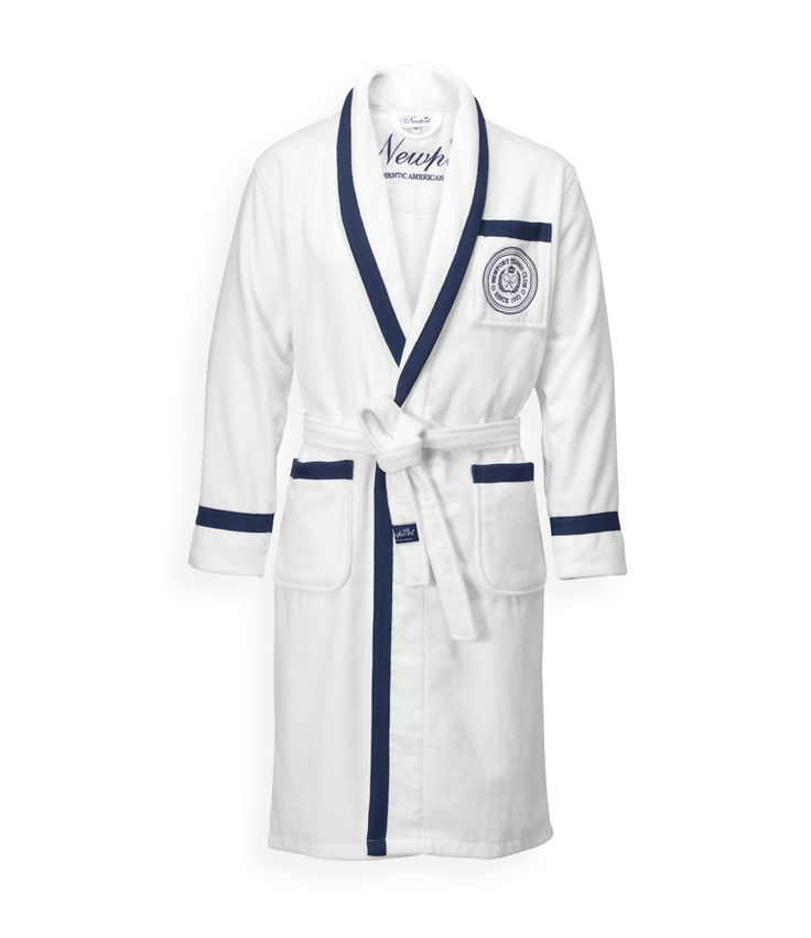 Wingfield Blue Bathrobe. By Newport Collection. Crisp white bathrobe with red details and embroidered Tennis Club logo. Made from 100% cotton in Turkey. Unisex. Öko-Tex. Available colors: Red/White and Blue/White. #Newport #Newportcollection #wingfield #bathrobe #tennis #tennisclub