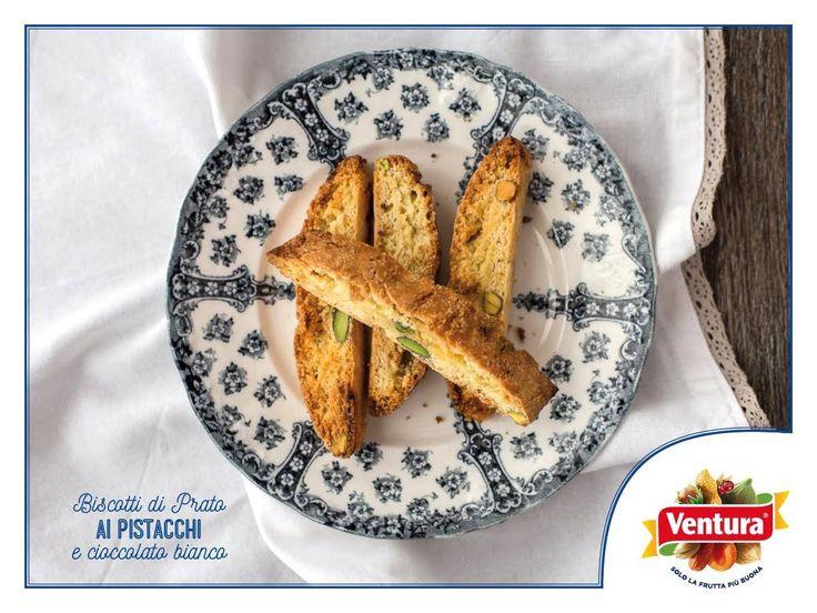 """Scopriamo insieme a Juls' Kitchen by Giulia Scarpaleggia i biscotti di Prato ai #pistacchi e cioccolato bianco ;)  Questa è la sua combinazione preferita: """"elegante, raffinata e irresistibile, con un caffè forte o un tè nero, ma anche da soli, a metà mattina o nel pomeriggio, per spezzare la fame e la voglia di cose buone"""". E poi...ci spiega anche la differenza tra bis-cotti e cantucci ;) http://it.julskitchen.com/…/…/biscotti-di-prato-ai-pistacchi #VenturaTopBlogger"""