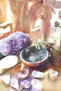 """Auch Heiler, spirituelle Berater, Astrologen und Menschen die im weitesten Sinne im Bereich der Spiritualität arbeiten, und anderen Menschen damit helfen, müssen leben.  Es verwundert mich immer wieder, dass noch immer die Meinung umgeht, Heilen, das Senden von heilenden oder sonstigen Energien, Kartenlegen, Astrologie, usw., seien Gaben die einem geschenkt wurden, für diese Gaben dürfe man kein """"Honorar"""" verlangen, und wenn, dann bitte nur auf Spendenbasis, dass was der Empfänger zu geben…"""