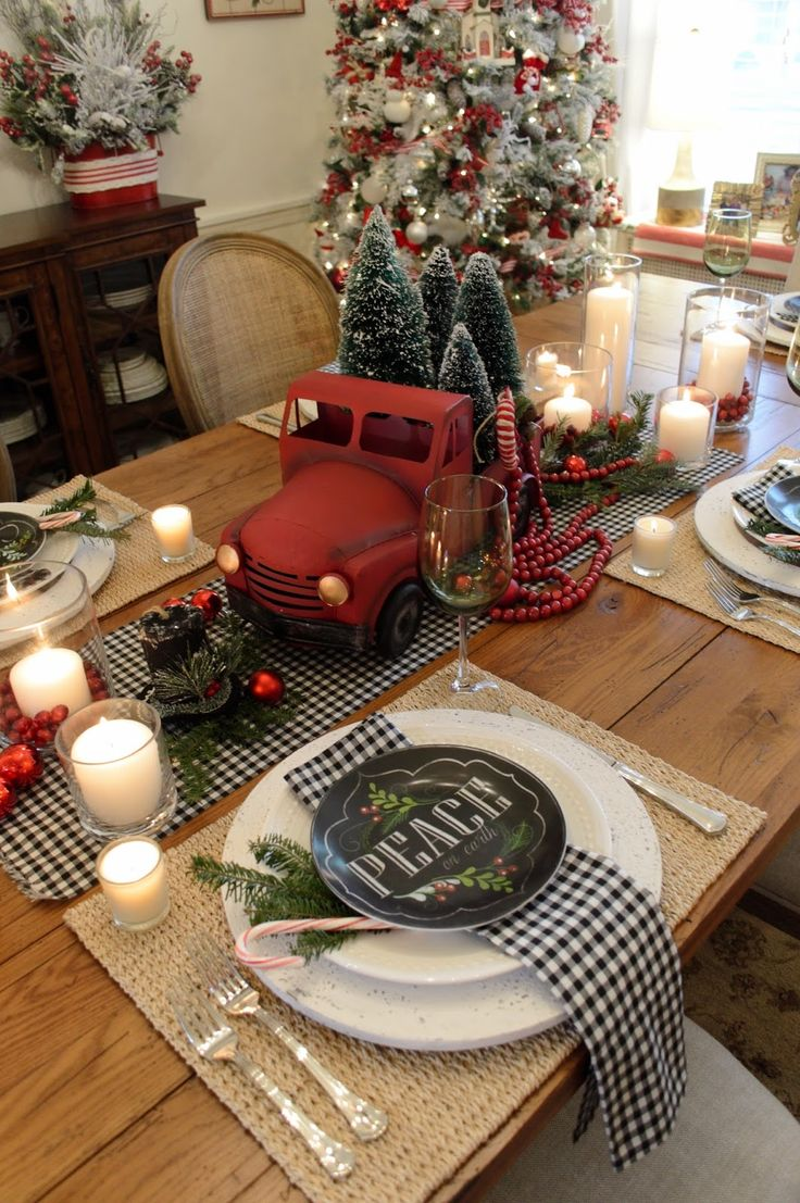 Indoor christmas table decorations - Christmas Tablescape With Balck And White Gingham Napkins