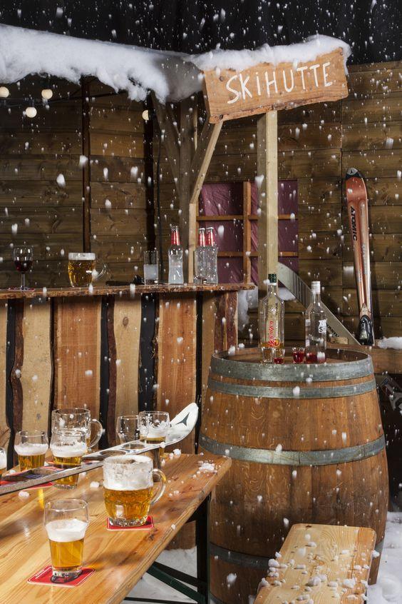Inspiratie voor Après-ski feest decoratie. Dit themafeest vier je natuurlijk in een gezellige locatie met een warme, winterse sfeer.CitySense is een kosmopolitische feestlocatie waar je een stads en hip Après-ski feest organiseert. Wat rauwer en stoerder is Het Oude Magazijn in Amersfoort. De ene locatie heeft van zichzelf al een winterse sfeer terwijl we de andere locatie decoreren in die gezellige Après-ski sfeer.