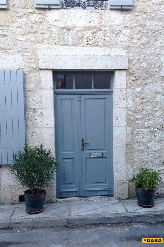 Stylowe, drewniane drzwi zewnętrzne
