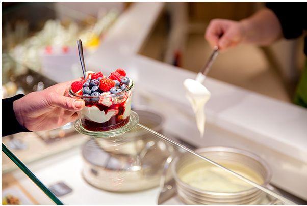 Un concept néerlandais : Yoghurt Barn  http://www.lsa-conso.fr/le-concept-etranger-a-decouvrir-yoghurt-barn-le-yaourt-bio-personnalisable,169947