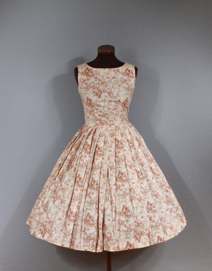 Vintage jaren 1950 witte en bruine bloemen katoenen jurk. Mouwloos, kant metalen…