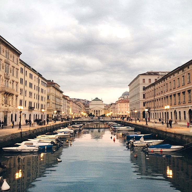 Trieste nascosta: una bellissima città di mare dall'aria mitteleuropea. I consigli di una triestina per trovare luoghi più belli da fotografare.