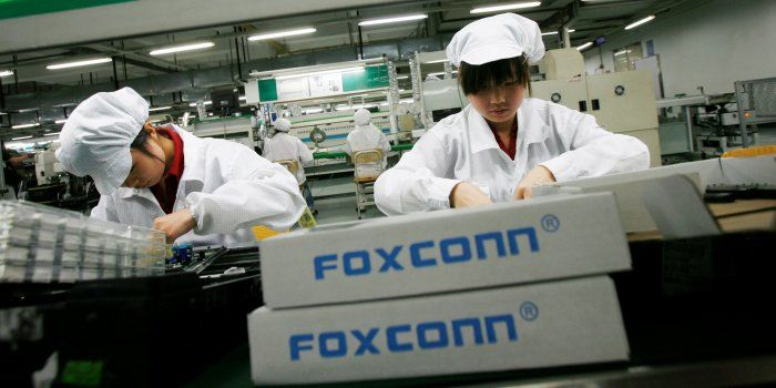 Taiwan's Foxconn Technology Group, which assembles Apple's iPhones, is nearing a decision to invest in Wisconsin and could hold an event in Washington, D.C., as soon as this week to discuss U.S. investment plans. // Apple Supplier Foxconn Looks at Producing Display Panels in Wisconsin -- In addition to Wisconsin, the company is looking in the Detroit area for a possible plant