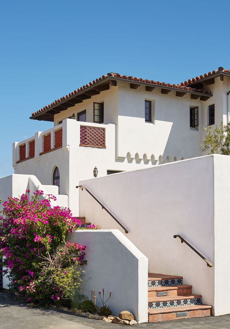 65 best spanish mediterranean homes images on pinterest for Dunn edwards paints colors