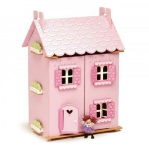 ΞΥΛΙΝΟ ΚΟΥΚΛΟΣΠΙΤΟ DREAM HOUSE Ένα ροζ ξύλινο σπίτι. Ζωγραφισμένο εσωτερικά κι εξωτερικά με παράθυρα, πόρτα, σκεπή και πρόσοψη που ανοίγουν για την καλύτερη πρόσβαση στους ορόφους και τα δωμάτιά του. Περιλαμβάνει το σετ των επίπλων του, ενώ οι κούκλες πωλούνται χωριστά.