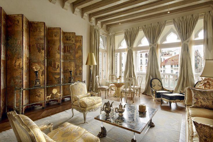 Quest'appartamento a Venezia rispecchia tutta la bellezza della città.  #design #Venice #Venezia #Italy #bellezza #style #luxuryhome #dreamhome #inspiration #luxuryapartment #lusso #art #livingroom