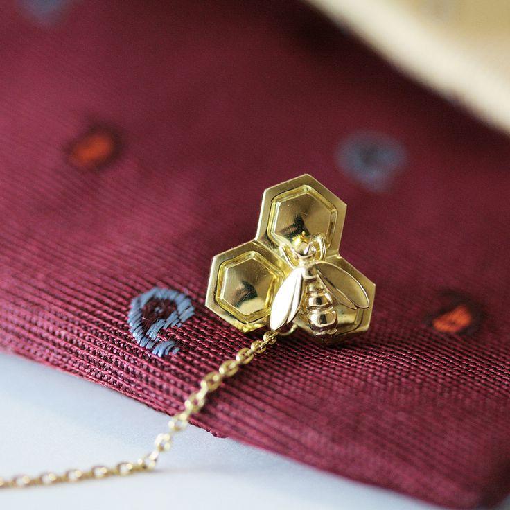"""""""末広がりに未来が広がっていくように""""と願いをこめた蜂のタイタックは、お嬢様から大切なお父様へのプレゼント。 K.uno is a jewelry brand in Japan. We create bridal, fashion as well as custom made jewelry. ◆HP→http://www.k-uno.co.jp/ ◆MAIL→k-uno@k-uno.co.jp"""