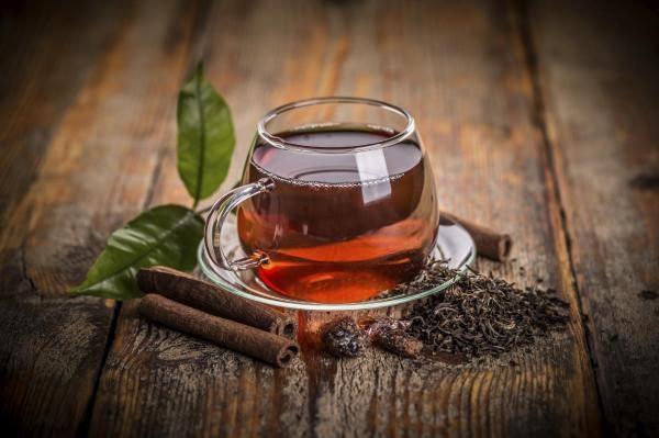 Bronzeador caseiro de chá preto