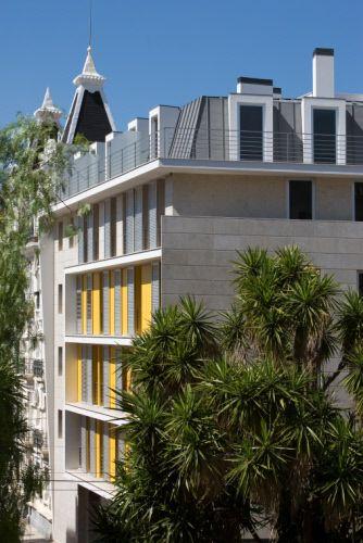 Collective housing in Algés (Portugal) by Miguel Dutschmann, Copyright : Paul Kozlowski  #QuartzZinc #Architecture #CollectiveHousing #Roof #Portugal #Zinc #VMZINC #Project #Camarinha