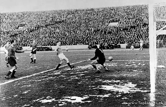 Bobby Charlton scores MUFC's third goal in the JNA Stadium Belgrade vs Red Star, 5 February 1958.