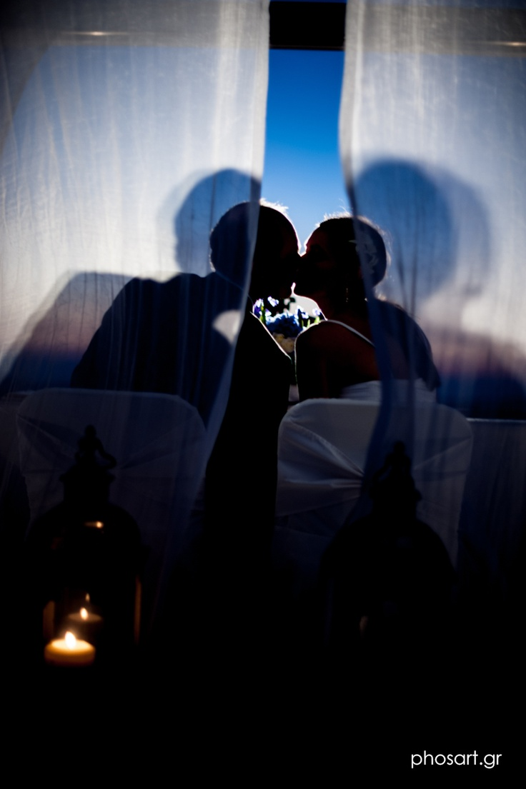 PRIVATE DINNER!!    SEE MORE - http://www.photographergreece.com/beautifull-wedding-in-santorini-ak/#