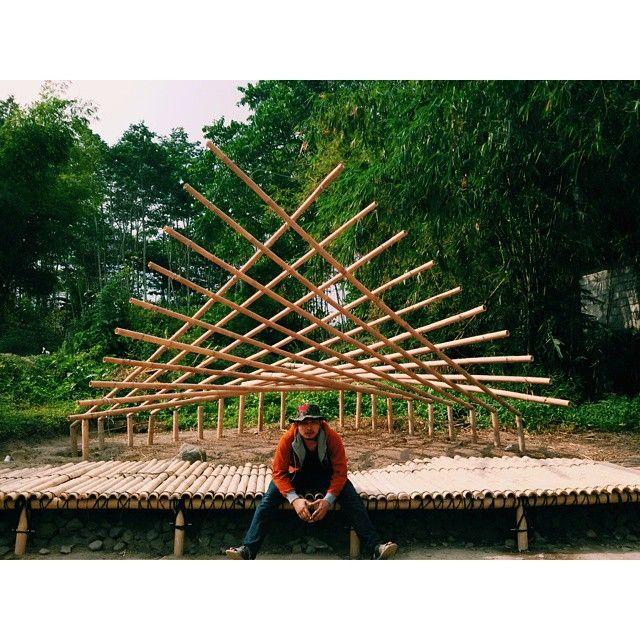 Desain shelter dri bambu dengan pendekatan desain parametrik, Hypar Tensegrity awesome... @ summercamp UII - ITB #architect #arsitektur #arsitek #tensegriti #bamboo #bambu #instalasi #installation #architecture #architecturestudent #art #seni #paramertic #parametricdesign #uii #itb #summercamp #summerschool #hypartensegrity #tensegrity #desain #desainparametrik #design#nido