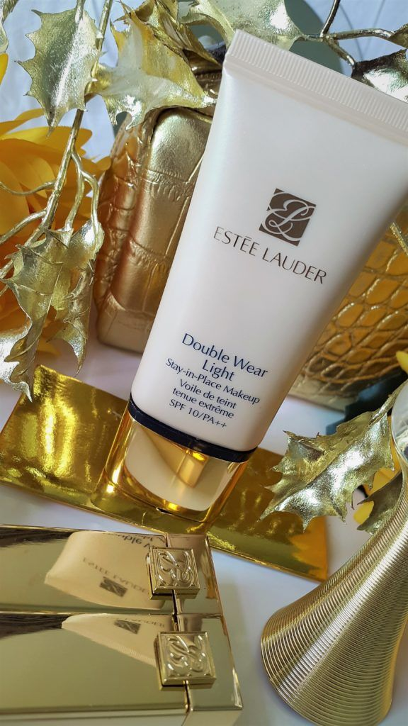 Estee Lauder Double Wear Light foundation is a great stay in place makeup that is perfect for hot and humid weather as well as for oily skin gals. #beauty #makeup #beautiful #skincare  #makeupatist #foundation