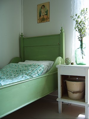 bedroom.green.bed.