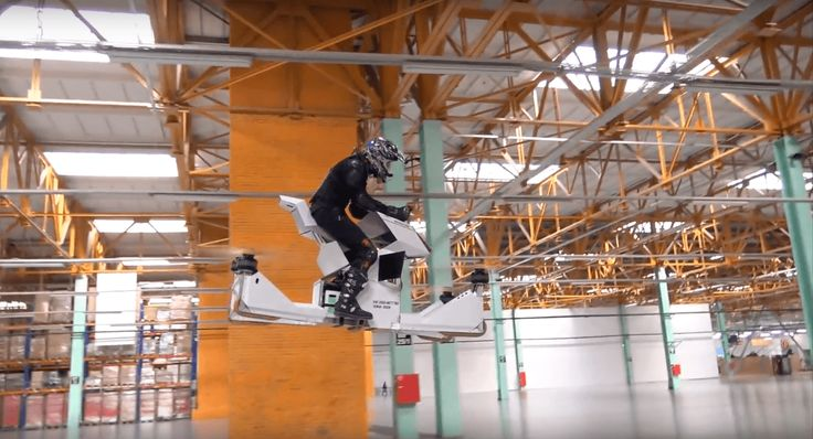 Découvrez le Scorpion-3, une moto volante mi-drone mi-hovercraft