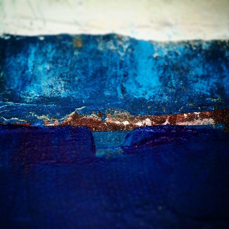 et au loin le bleu de la mer..